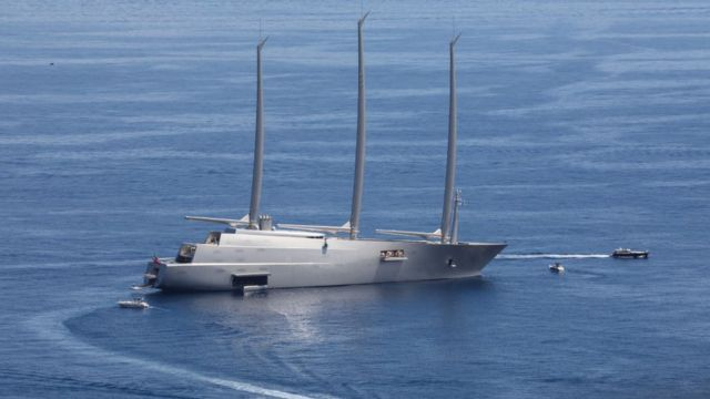 """Sailing yacht """"TO"""" It features a wall made of stingray skins."""