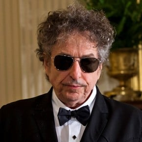 Bob Dylan turns 80: the story of the great artist who invented and fought his own legend