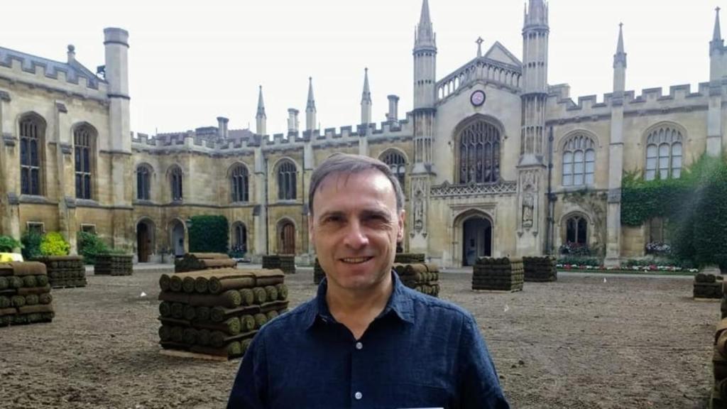 Esteban Cichello exchanged eggs for English classes
