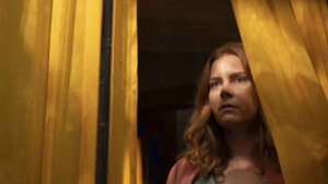 Amy Adams surprises with her performance in a thriller that shocks, but ... - The Woman in the Window