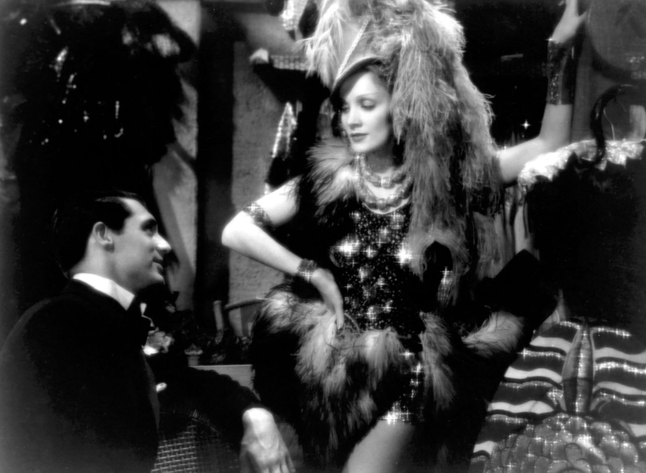"""Cary Grant with Marlene Dietrich in """"Venus blonde"""" de Sternberg, in 1932. [COLLECTION CINEMA - PHOTO12 VIA AFP]"""