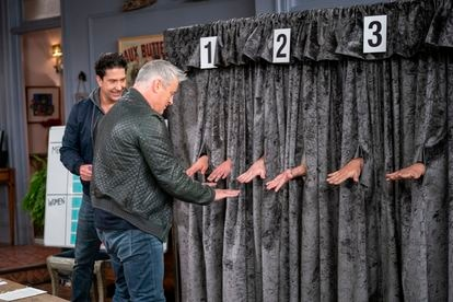 Matt LeBlanc and David Schwimmer (in the background), during one of the games presented by the special program.