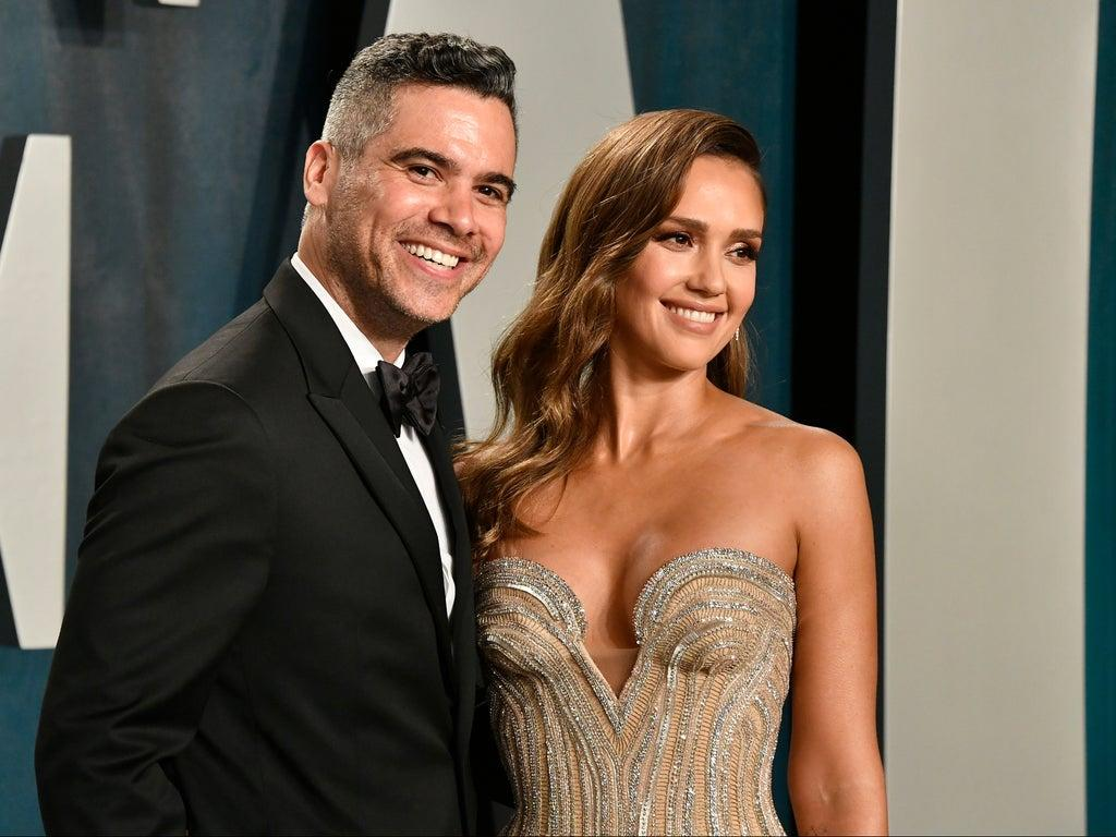 1622161873 Jessica Alba began to cry when her daughter surprised her