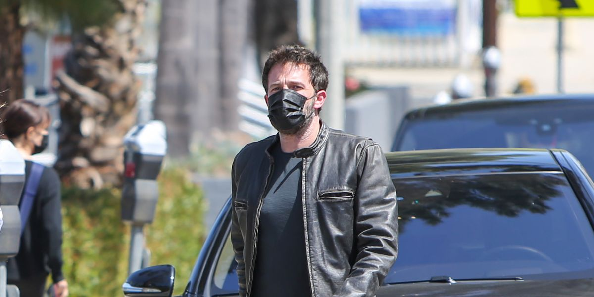 1622187773 Ben Affleck knows how to wear the leather jacket and