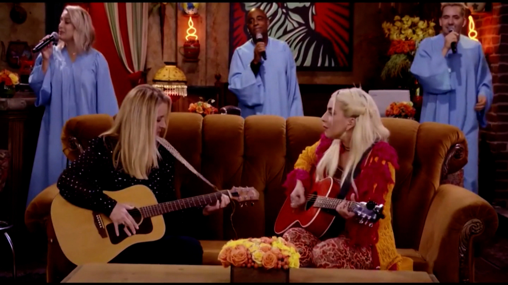 Friends: Lisa Kudrow and Gaga sing 'Smelly Cat'