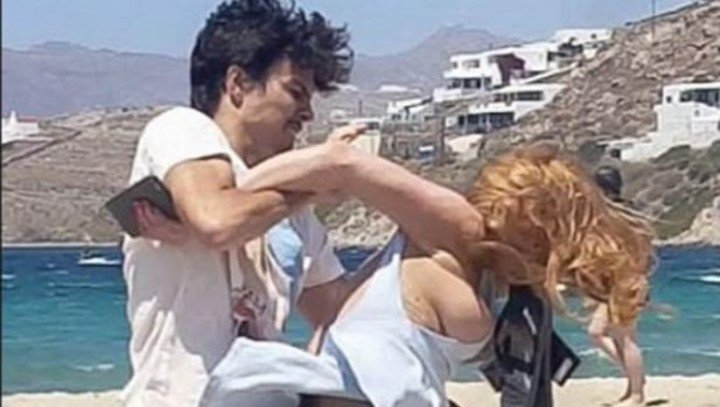 Lindsay Lohan fighting with her boyfriend Egor Tarabasov, on a Mykonos beach. There are worse videos ... Photo File Clarín