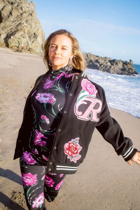 alicia silverstone image of filming aw 21
