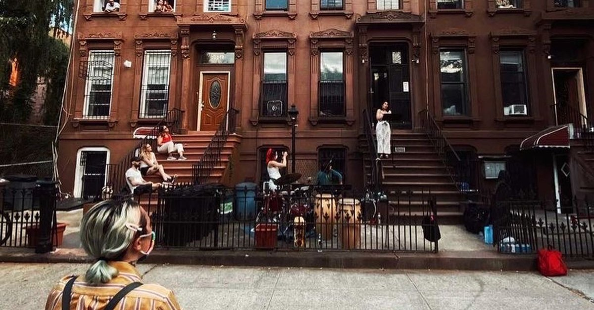 An opera concert directed by Colombians took to the streets of Brooklyn, in New York