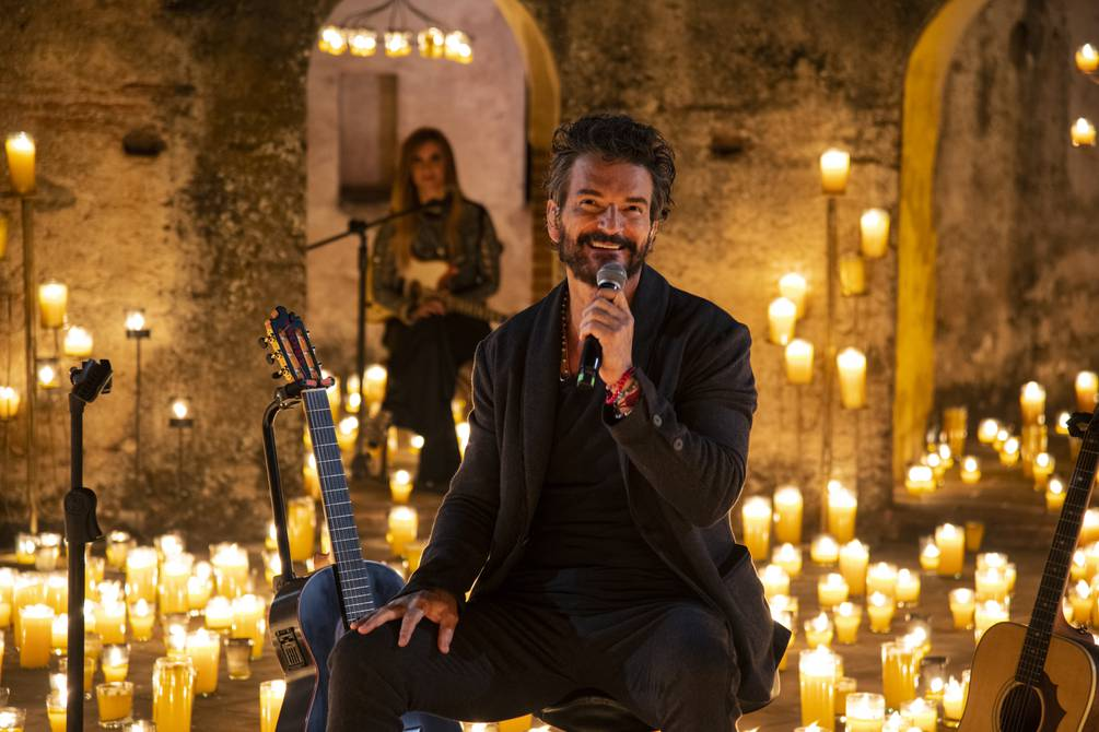 Arjona: between five thousand candles, guitars and her voice; the online concert is broadcast | Music | Entertainment