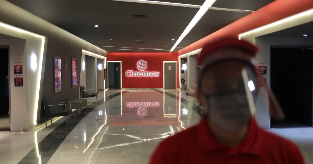 Cinemex will resume the service of its complexes this May