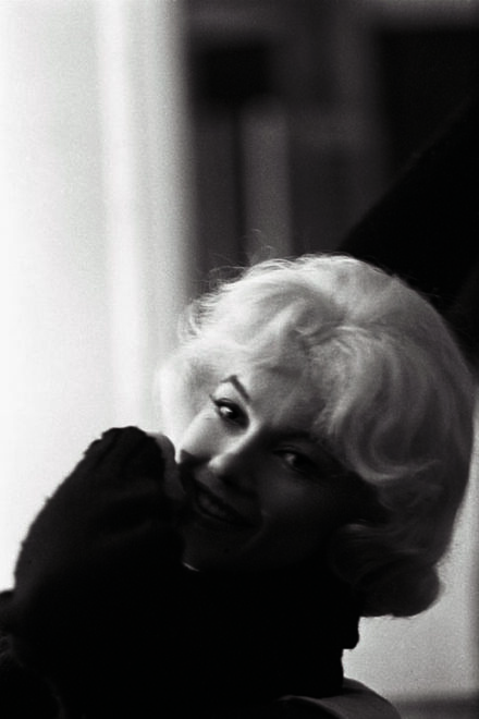 Marilyn in the dressing room photo by Lawrence Schiller.