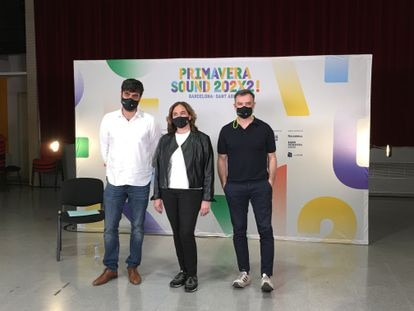 The mayor of Barcelona, Ada Colau, flanked by the two co-directors of Primavera Sound, Alfonso Lanza (i) and Alberto Guijarro (r), in the presentation of how the festival should be in the next editions.