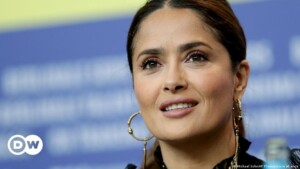 Salma Hayek Says She Nearly Died From COVID-19 At The Start Of The Pandemic | DW | 20.05.2021