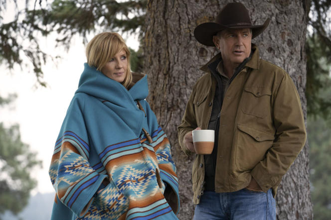Kelly Reilly and Kevin Costner in the