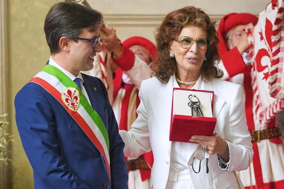 Sophia Loren receives the keys to the city of Florence
