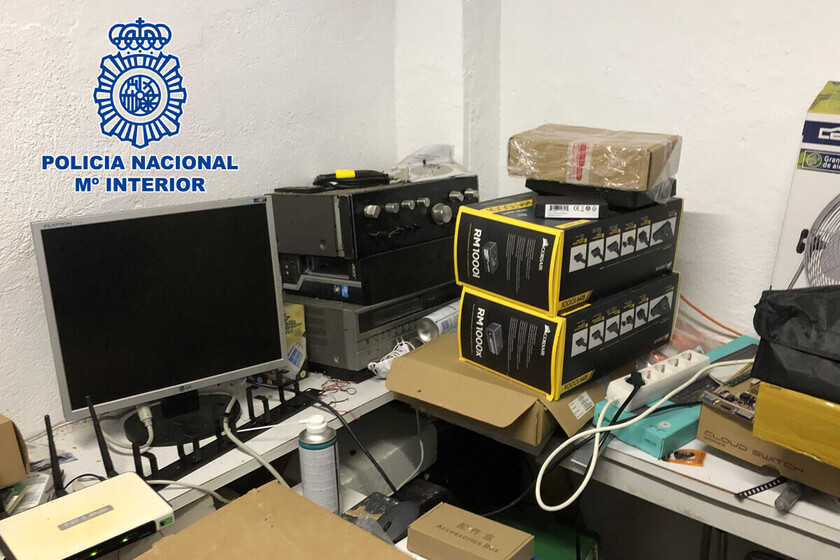 Six people, arrested for illegally selling IPTV services and satellite television with which they obtained around 150,000 euros per year
