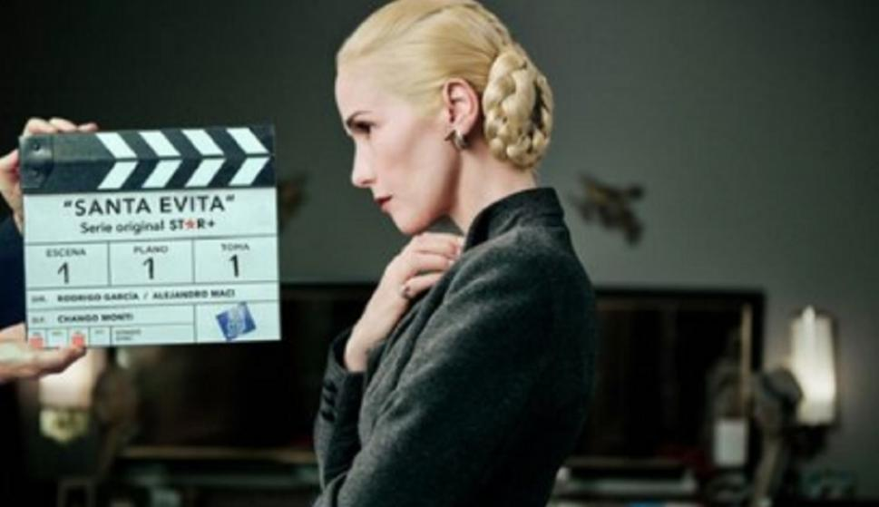 "First images of Natalia Oreiro as Eva Perón for the series ""Santa Evita"""