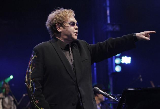 1624645425 Elton John calls for saving the music industry from the