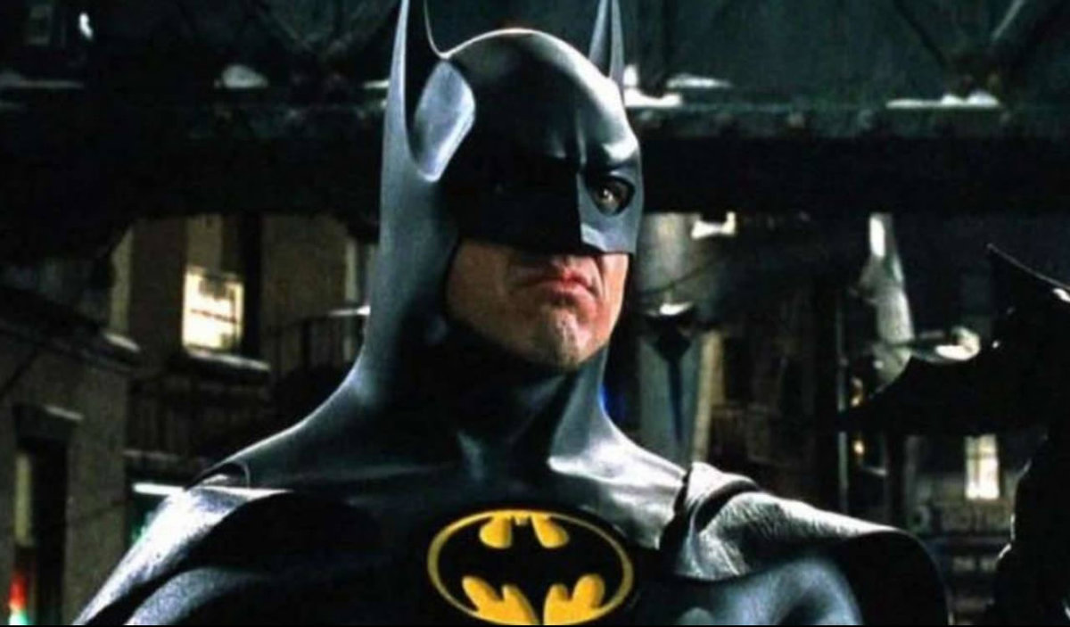 Batman with blood; Michael Keaton's first image in The Flash