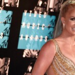 Britney Spears' father asks that the accusations the singer made against himself be investigated