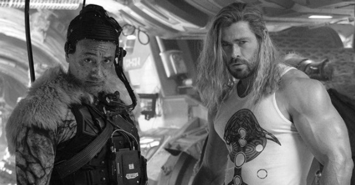 """Chris Hemsworth announces filming of """"Thor: Love and Thunder"""" with muscle shot"""