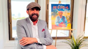 Juan Luis Guerra presents a concert recorded on a paradisiacal beach in the Dominican Republic