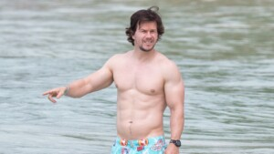 Mark Wahlberg returns to the gym after gaining 9 kilos in three weeks