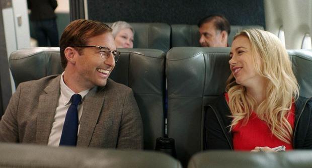 "Ryan Hansen and Iliza Shlesinger in scene from ""Good on Paper"". (Foto: Netflix)"