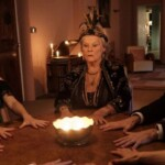 The spirit has fun on CANAL +: 3 things to know about the film with Dan Stevens, Leslie Mann, Judi Dench ...