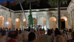 This has been the first concert in the cloister of the Cathedral