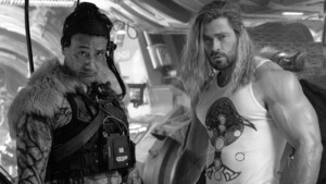 Thor 4 ends its filming and Chris Hemsworth celebrates it with his most rocker and muscular Thor