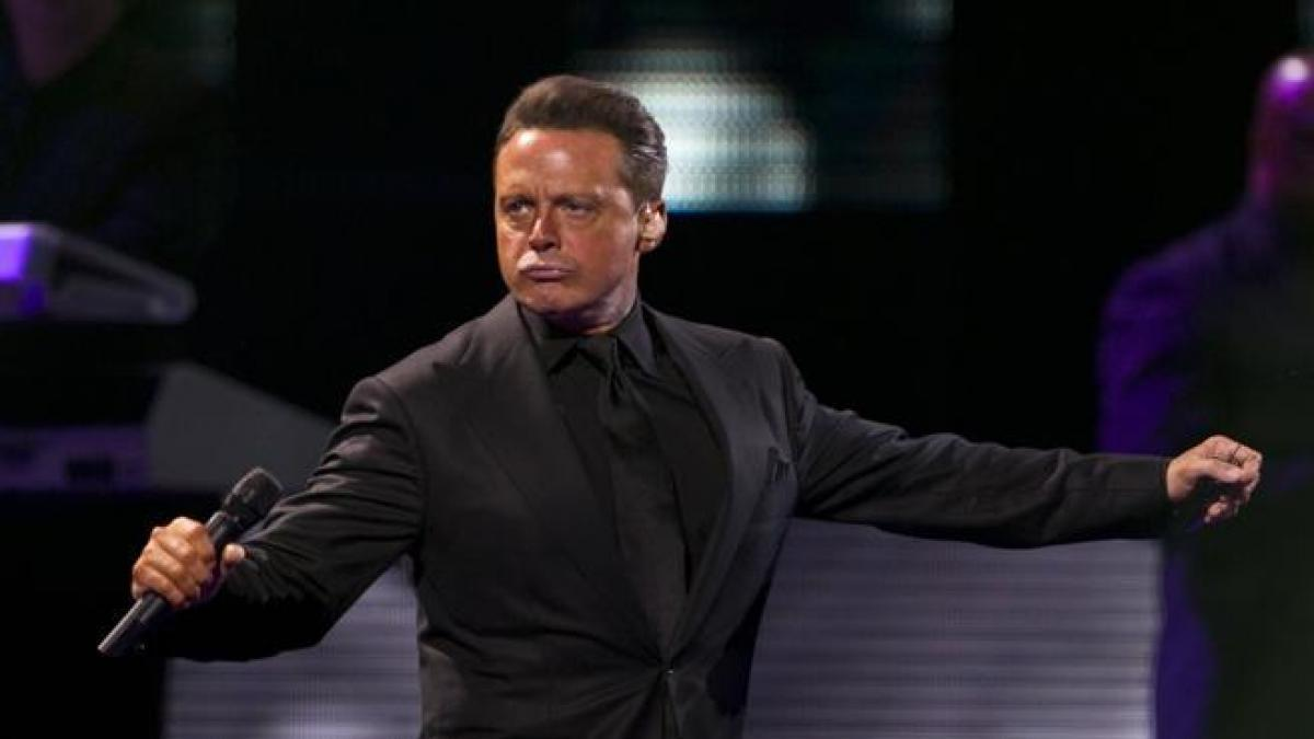 1625326830 Luis Miguel hospitalized after suffering an accident