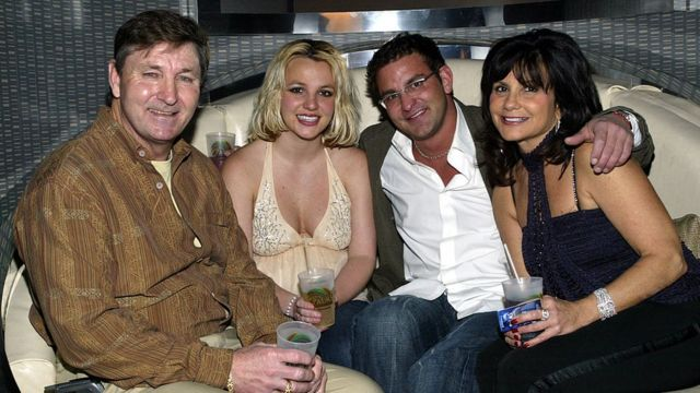 Britney with her parents and brother Bryan in 2006.