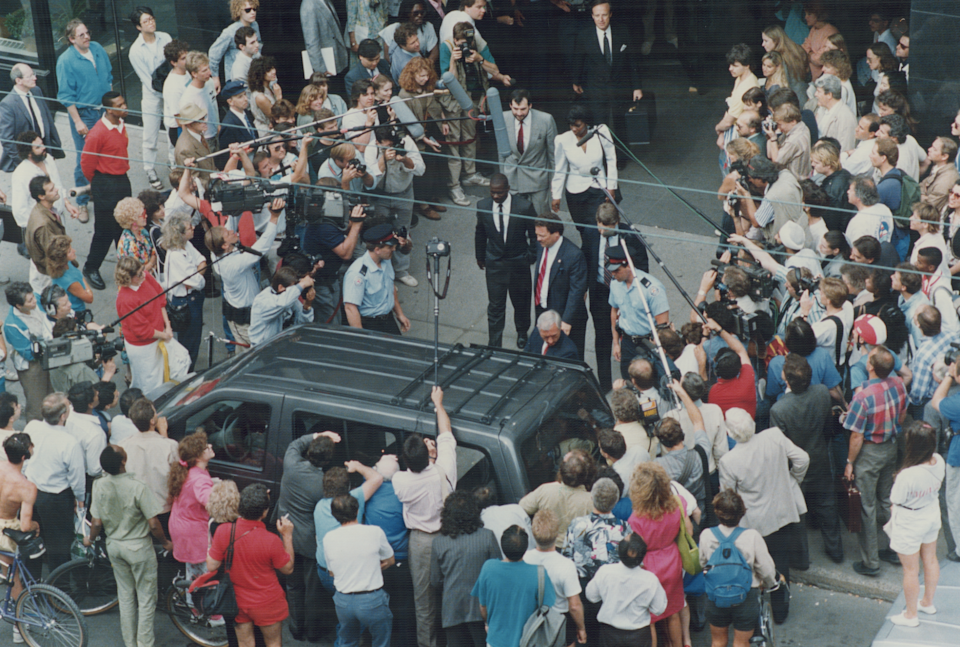 Crowds of journalists from around the world surround Ben Johnson as he leaves the Dubin Inquiry following his testimony. (Toronto Star via Getty Images)