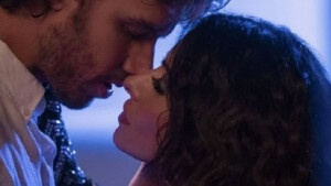 Sarah Shahi, la actriz 'espaola' que conquista al mundo con 'Sexo/Vida': las serie con sexo explcito de Netflix