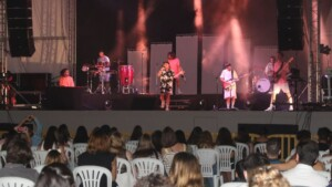 The Nil Moliner concert, with more than 700 people, closes the acts of the patron of l'Alcora