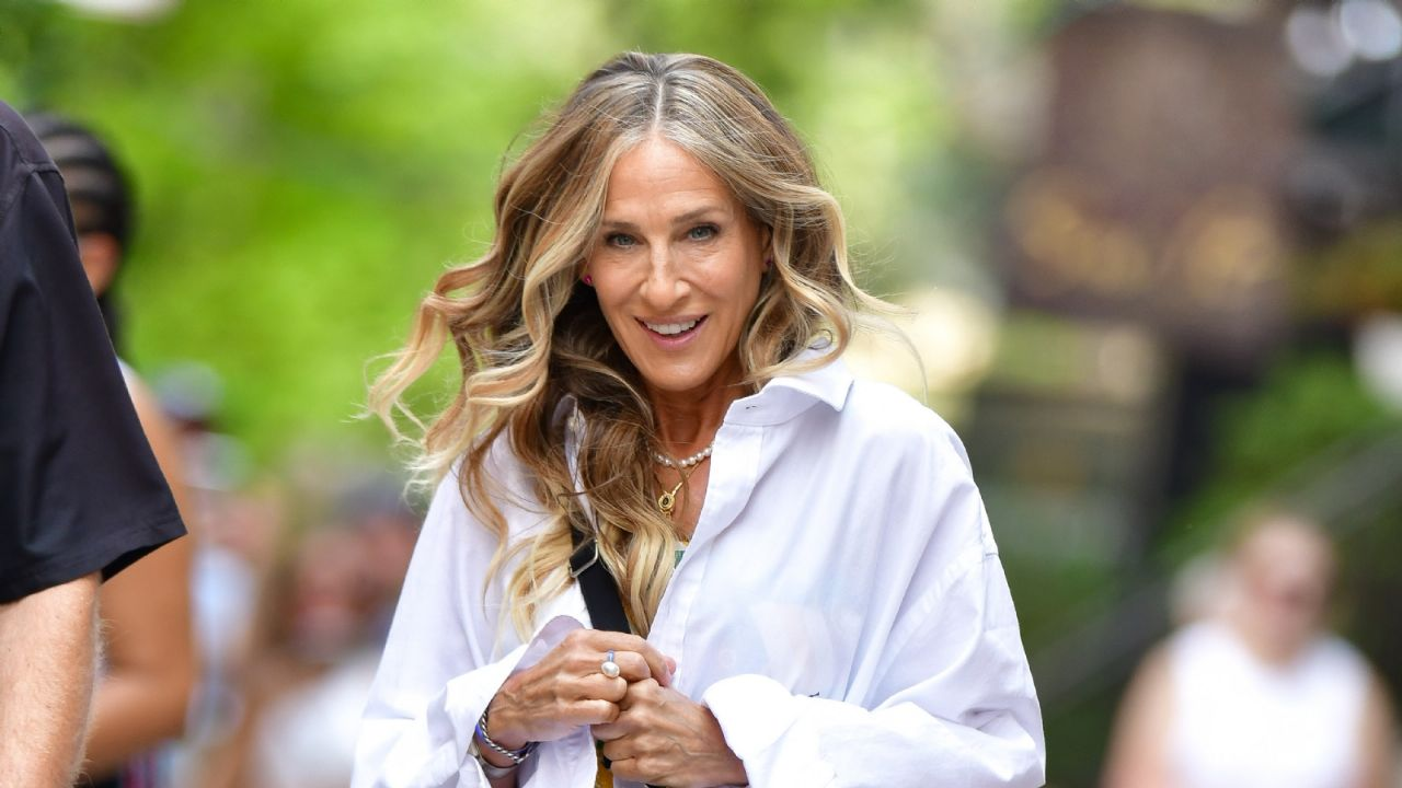 1627348355 Gray hair is all the rage Sarah Jessica Parker and