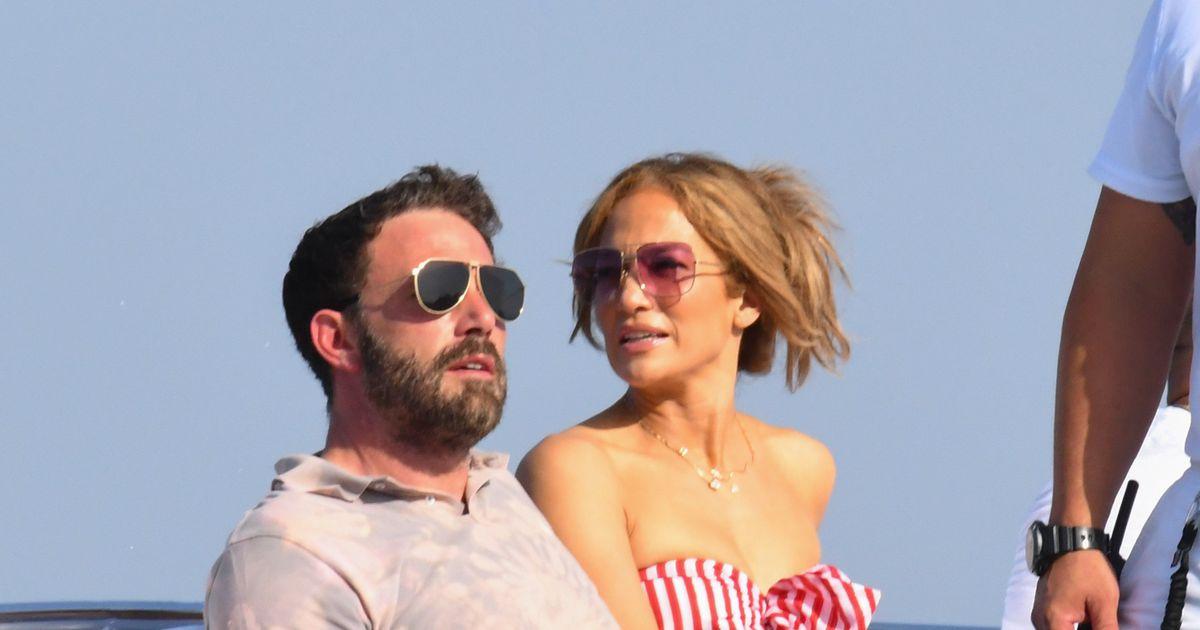 Ben Affleck gives Jennifer Lopez a jewel for her birthday