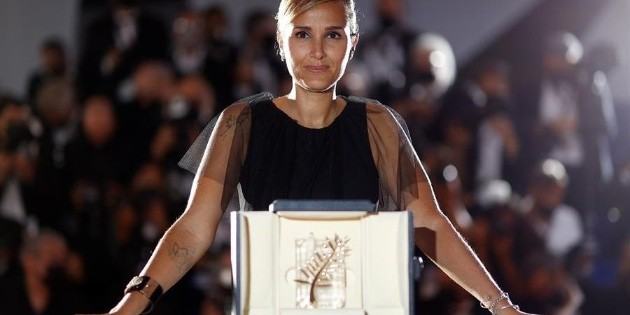 "Cannes: French Julia Ducournau wins the Palme d'Or for ""Titanium"""