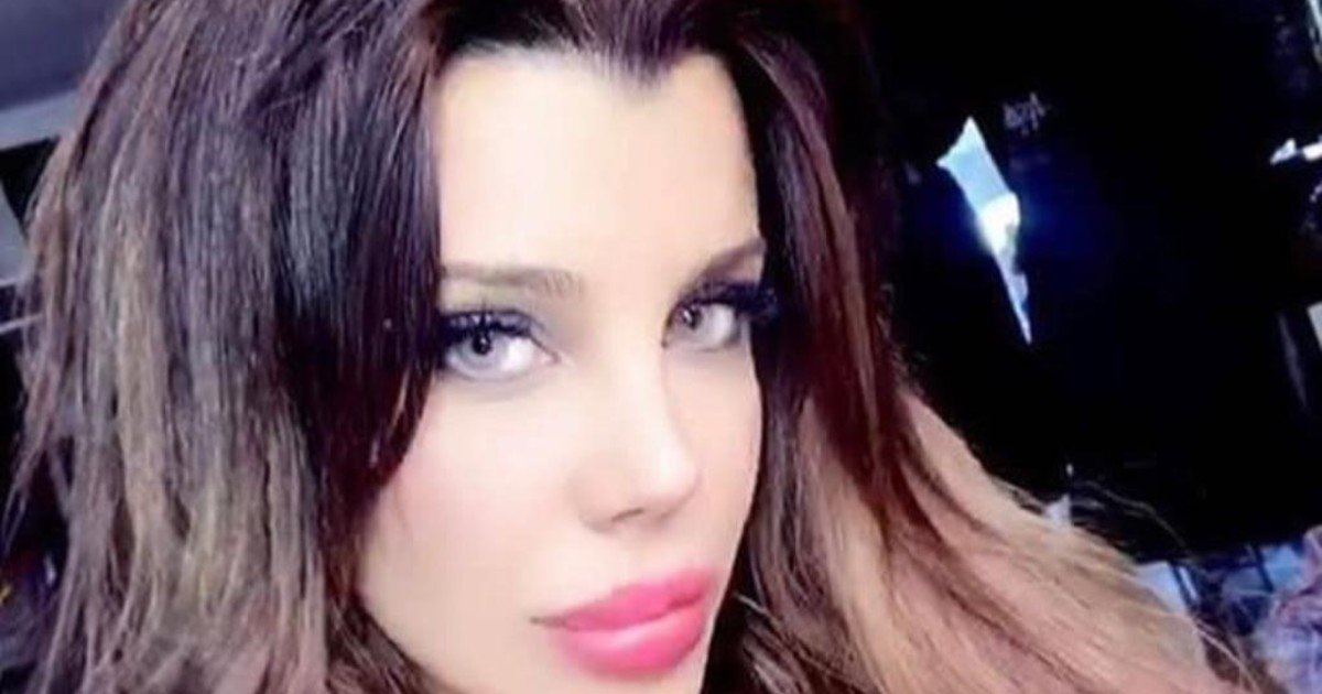 Charlotte Caniggia had a threesome between girls in a Mexican reality show