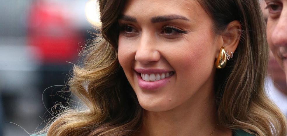 Jessica Alba's radical change of look from blonde to brunette with the luminous dark chocolate dye that remains years