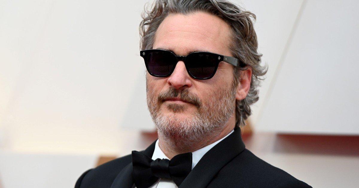 Joaquin Phoenix's new look: with extra kilos and gray hair