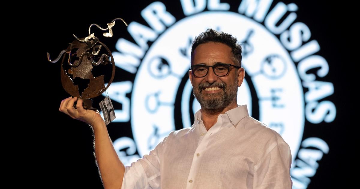 Jorge Drexler thanks the Premio Mar de Musicas with the