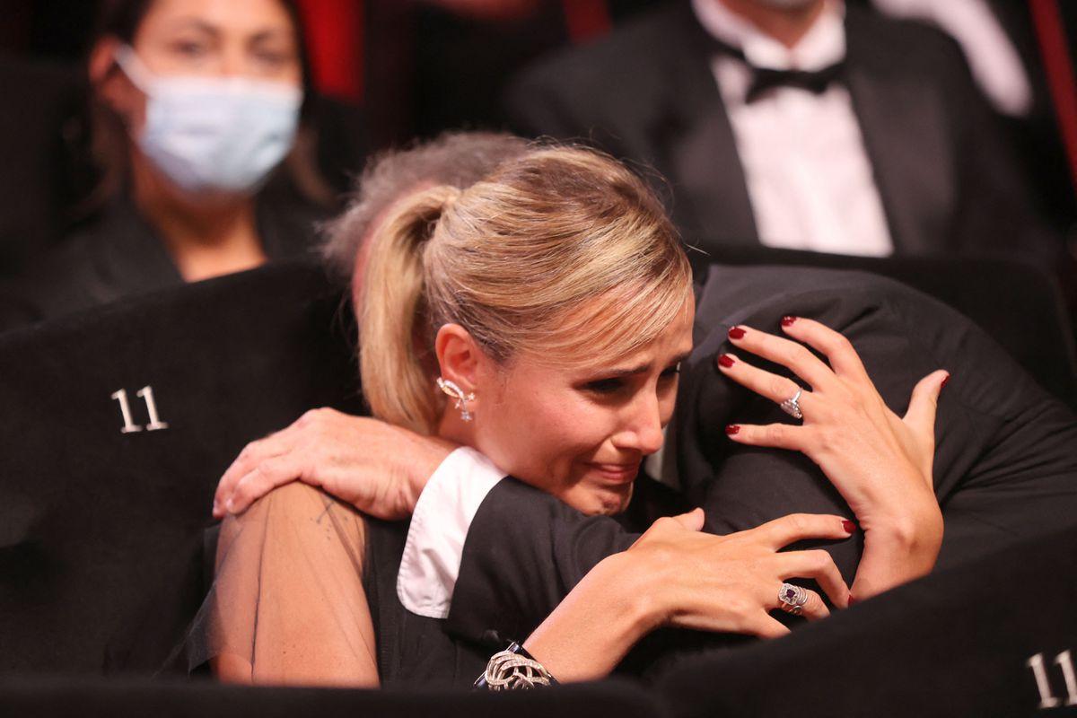 Julia Ducournau's 'Titane' polemica, gana la Palma de Oro
