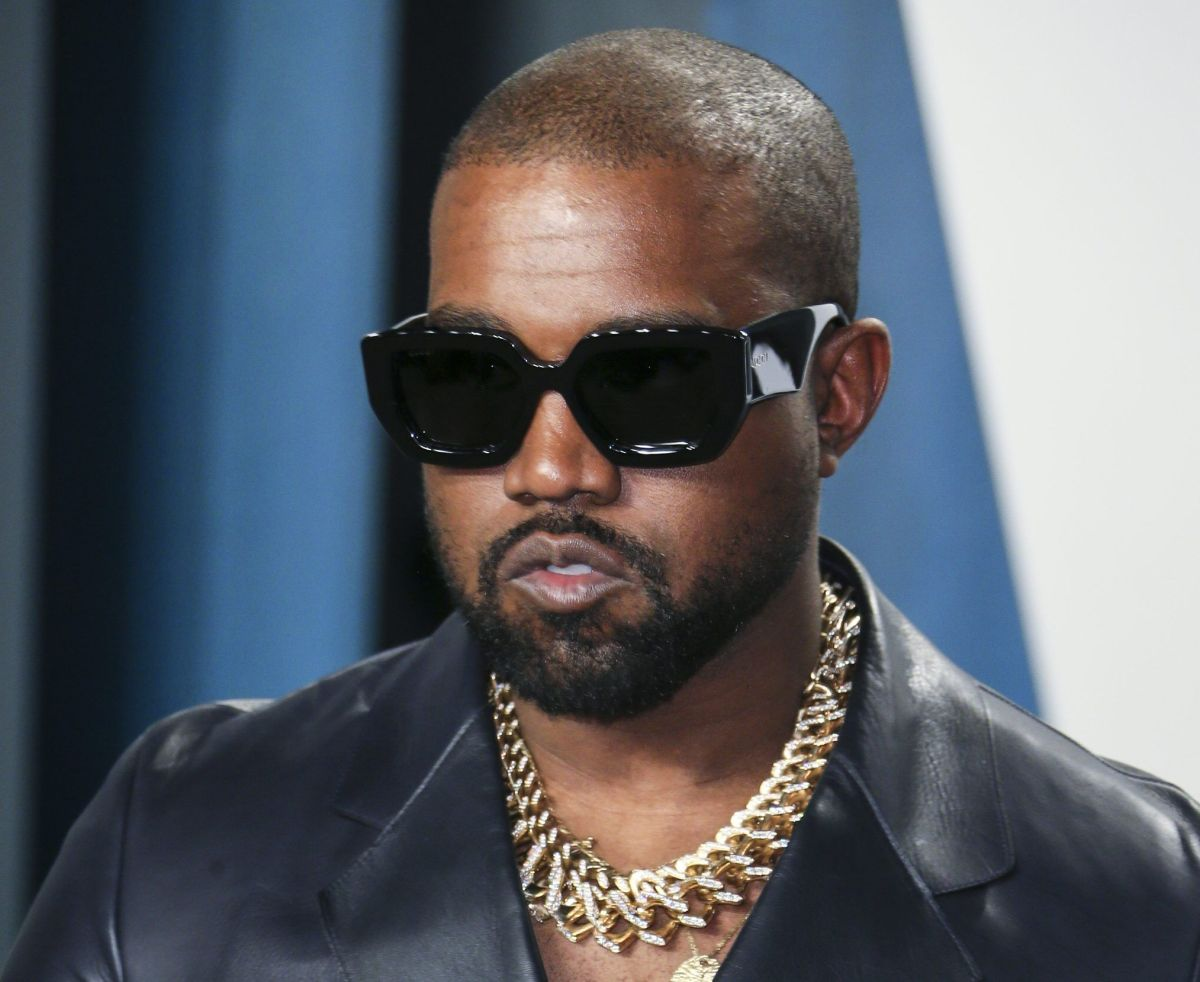 Kanye West shows his austere bedroom at the Atlanta stadium