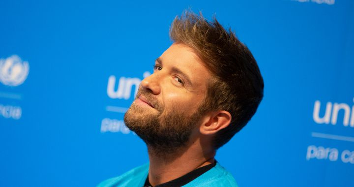 Pablo Alborán shares his problem with Arnold Schwarzenegger and Gwyneth Paltrow