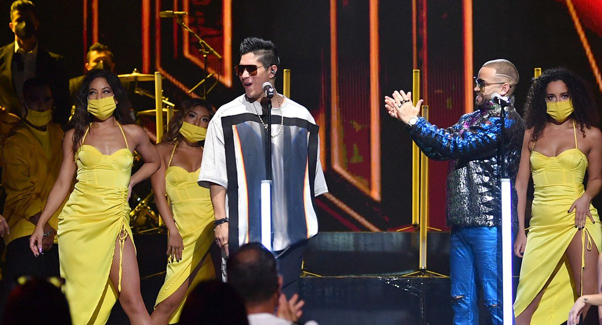 Standing Chyno Miranada became the best moment of Premios Juventud