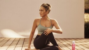 We tell you how is Jennifer Anistons healthy and relaxing