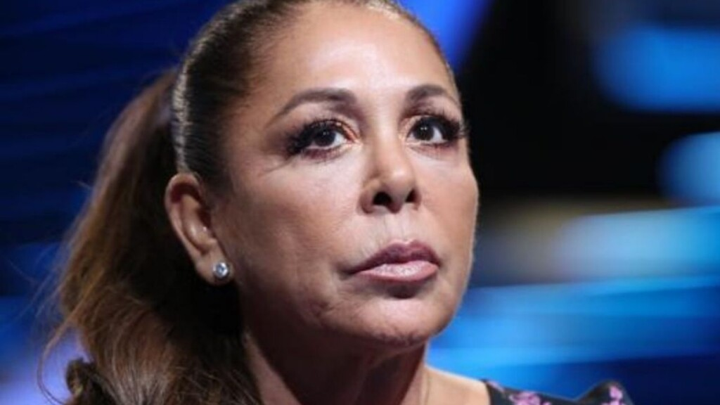 Why did Isabel Pantoja go to court accompanied by her