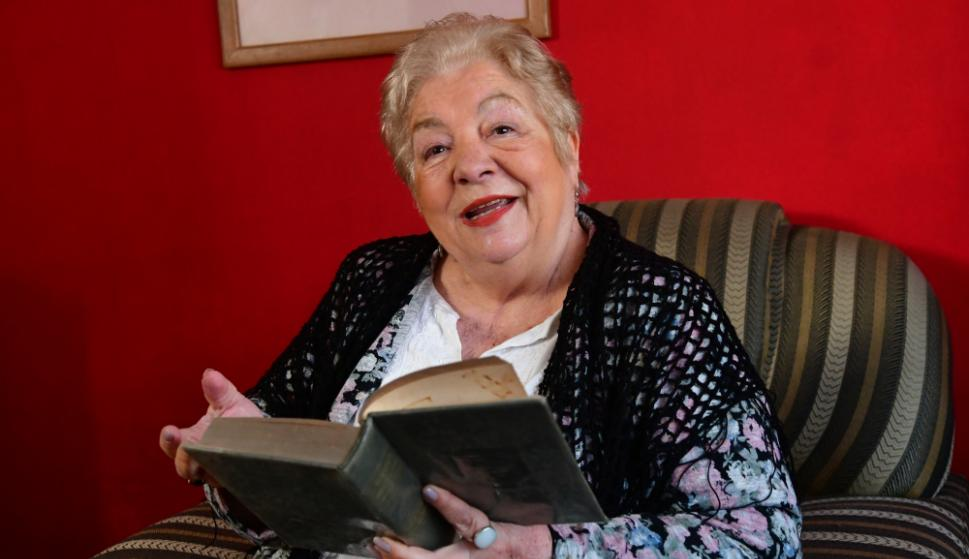 """The story of Carmen Roza, the """"poet grandmother"""" of television: """"'Pone Play' saved my life"""""""